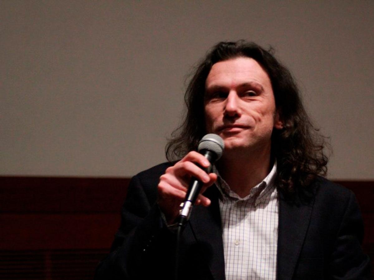 Aperitivo con l'autore: Nicola Falcinella   Aperitif with the author: Nicola Falcinella